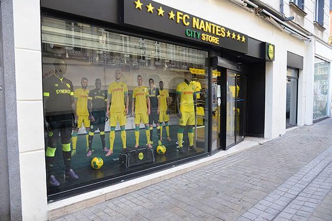 fond de vitrine boutique FC Nantes