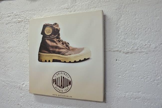 tableau décoratif marque boutique avec photo d'une chaussure de randonnée