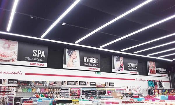 Toiles tendues format personnalisé dans magasin de cosmétiques
