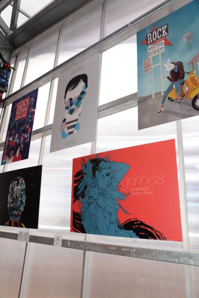 affiches type tableau suspendu en PVC colorés