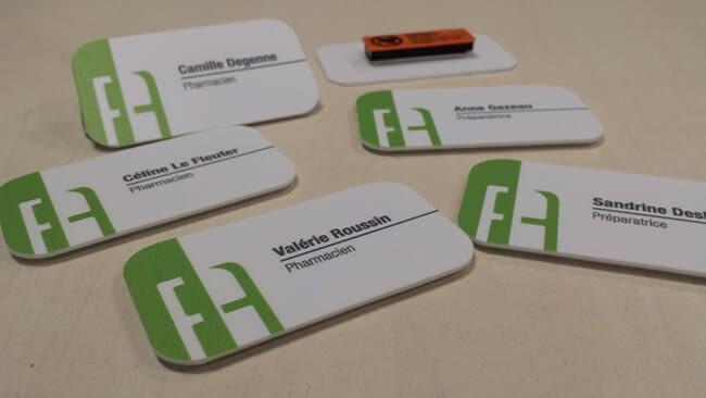 badges blancs et verts
