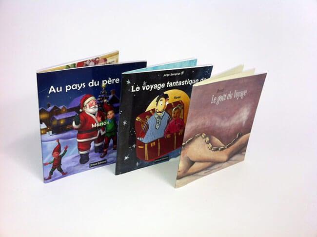 trois livres personnalisés avec illustrations enfantines colorées